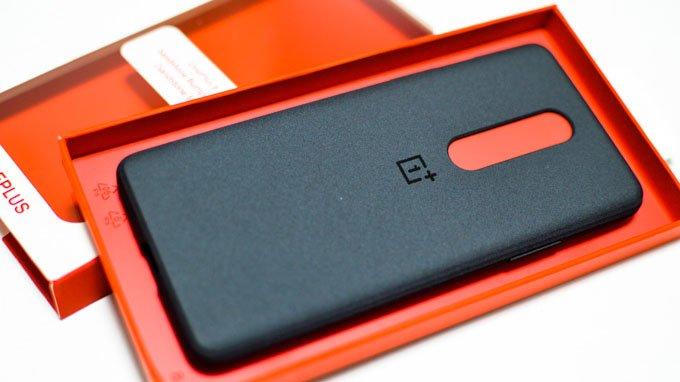 質感がナイス!OnePlus 8公式保護ケース|Sandstone Bumper Case【実機レビュー】